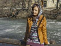 υπαίθριο πλάνο πάρκων κοριτσιών φθινοπώρου Στοκ φωτογραφίες με δικαίωμα ελεύθερης χρήσης