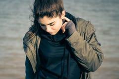 Υπαίθριο πορτρέτο ενός όμορφου έφηβη Στοκ Φωτογραφία