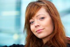 υπαίθριο πορτρέτο κοριτ&sigm Στοκ εικόνες με δικαίωμα ελεύθερης χρήσης