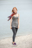 Υπαίθριο πορτρέτο μιας όμορφης redhead γυναίκας Στοκ Εικόνα