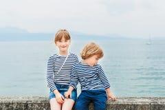 Υπαίθριο πορτρέτο των λατρευτών παιδιών Στοκ εικόνα με δικαίωμα ελεύθερης χρήσης