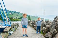 Υπαίθριο πορτρέτο των λατρευτών παιδιών Στοκ εικόνες με δικαίωμα ελεύθερης χρήσης