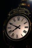 Υπαίθριο ρολόι οδών στο Βουκουρέστι, Ρουμανία Στοκ εικόνα με δικαίωμα ελεύθερης χρήσης