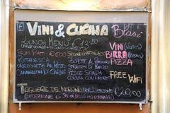 Υπαίθριο σημάδι επιλογών εστιατορίων στα ιταλικά Στοκ εικόνες με δικαίωμα ελεύθερης χρήσης
