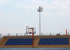 Υπαίθριο στάδιο καλαθοσφαίρισης, αθλητικό υπόβαθρο Στοκ εικόνες με δικαίωμα ελεύθερης χρήσης