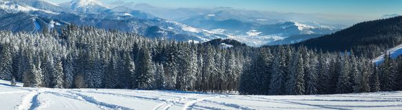 Υπαίθριο υπόβαθρο τοπίων χειμερινής φύσης χιονώδες Στοκ Φωτογραφία
