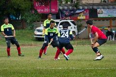 υπαίθριο χόκεϋ Παίκτης χόκεϋ στη δράση κατά τη διάρκεια των εθνικών παιχνιδιών της Ταϊλάνδης στοκ φωτογραφία