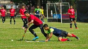 υπαίθριο χόκεϋ Παίκτης χόκεϋ στη δράση κατά τη διάρκεια των εθνικών παιχνιδιών της Ταϊλάνδης στοκ φωτογραφίες με δικαίωμα ελεύθερης χρήσης