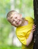 υπαίθριο δέντρο παιχνιδιού πάρκων κατσικιών Στοκ φωτογραφία με δικαίωμα ελεύθερης χρήσης