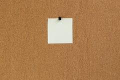 Υπενθύμιση σημειώσεων στον πίνακα φελλού Στοκ Φωτογραφίες
