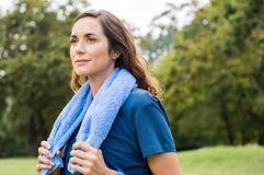 Υπερήφανη γυναίκα μετά από την άσκηση στοκ φωτογραφία με δικαίωμα ελεύθερης χρήσης