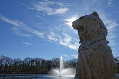 Υπερήφανη πηγή λιονταριών και νερού Στοκ Εικόνες