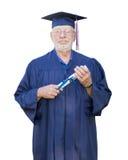 Υπερήφανος ανώτερος ενήλικος πτυχιούχος ατόμων στην ΚΑΠ και το δίπλωμα εκμετάλλευσης εσθήτων στοκ φωτογραφίες με δικαίωμα ελεύθερης χρήσης