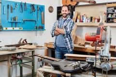 Υπερήφανος βιοτέχνης ή πιό luthier Στοκ Φωτογραφία