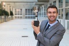 Υπερήφανος επιχειρηματίας που κρατά το τρόπαιό του στοκ εικόνα με δικαίωμα ελεύθερης χρήσης