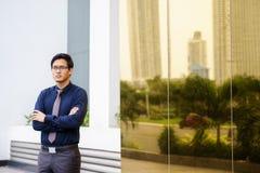 Υπερήφανος σοβαρός κινεζικός ασιατικός εργαζόμενος γραφείων πορτρέτου Στοκ φωτογραφία με δικαίωμα ελεύθερης χρήσης