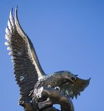 υπερήφανο άγαλμα αετών Στοκ Εικόνα