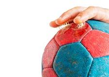 Υπερβολική ρητίνη χάντμπολ στα δάχτυλα στοκ φωτογραφίες
