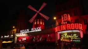 ΥΠΕΡΒΟΛΙΚΟ HD 4K, πραγματικό - χρόνος, μεγέθυνση  Το ρουζ Moulin τή νύχτα, απόθεμα βίντεο