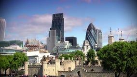 ΥΠΕΡΒΟΛΙΚΟ HD 4k, πραγματικό - χρόνος, ορίζοντας του Λονδίνου στον ποταμό του Τάμεση με Shard στο υπόβαθρο