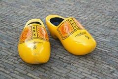 Υπερβολικά μεγάλα ξύλινα παπούτσια Στοκ φωτογραφίες με δικαίωμα ελεύθερης χρήσης