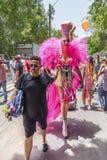 Υπερβολικός transgender τύπος στην ομοφυλοφιλική παρέλαση υπερηφάνειας στοκ εικόνες με δικαίωμα ελεύθερης χρήσης