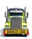 ΥΠΕΡΓΕΘΕΣ ΦΟΡΤΙΩΝ φορτηγό τρακτέρ σημαδιών ημι που απομονώνεται Στοκ φωτογραφία με δικαίωμα ελεύθερης χρήσης