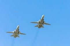 2 υπερηχητικά παντός καιρού αεροσκάφη επίθεσης ξιφομάχων Sukhoi SU-24M Στοκ Εικόνα