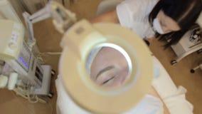 Υπερηχητική διαδικασία καθαρισμού Υπερηχητικός καθαρισμός του προσώπου απόθεμα βίντεο