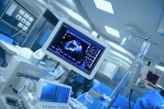 Υπερηχητικός έλεγχος της υπομονετικής καρδιάς ` s κατά τη διάρκεια της καρδιακής χειρουργικής επέμβασης στοκ φωτογραφία με δικαίωμα ελεύθερης χρήσης