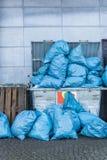 Υπερπλήρες dumpster Στοκ Φωτογραφία