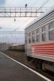 Υπερσιβηρικό τραίνο στις διαδρομές σε Riussia Στοκ εικόνες με δικαίωμα ελεύθερης χρήσης