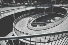 Υπερυψωμένη άποψη μιας σπειροειδούς σκάλας μιας οδού στη Σεβίλη στοκ εικόνες με δικαίωμα ελεύθερης χρήσης