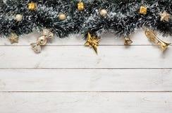 Υπερυψωμένη άποψη της Χαρούμενα Χριστούγεννας εξαρτημάτων & της έννοιας υποβάθρου καλής χρονιάς Στοκ εικόνες με δικαίωμα ελεύθερης χρήσης