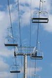 Υπερυψωμένος ανελκυστήρας καρεκλών Στοκ Εικόνες