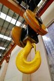 Υπερυψωμένος γερανός εργοστασίων Στοκ εικόνες με δικαίωμα ελεύθερης χρήσης
