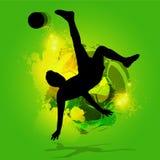 Υπερυψωμένο λάκτισμα ποδοσφαιριστών σκιαγραφιών Στοκ εικόνες με δικαίωμα ελεύθερης χρήσης