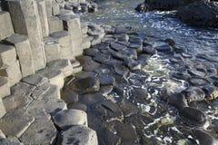 Υπερυψωμένο μονοπάτι γιγάντων  Κομητεία Antrim  Βόρεια Ιρλανδία Στοκ εικόνες με δικαίωμα ελεύθερης χρήσης