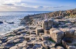 Υπερυψωμένο μονοπάτι γιγάντων στη Βόρεια Ιρλανδία Στοκ Φωτογραφίες
