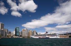 Υπερωκεάνειο πνευμάτων καρναβαλιού που ελλιμενίζεται στο λιμάνι Αυστραλία του Σίδνεϊ Στοκ Εικόνα