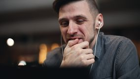 Υπεύθυνος για την ανάπτυξη ΤΠ που έχει την κλήση Skype φιλμ μικρού μήκους