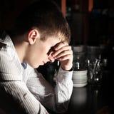 λυπημένες νεολαίες ατόμ&ome Στοκ φωτογραφίες με δικαίωμα ελεύθερης χρήσης