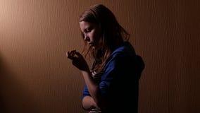 λυπημένος έφηβος κοριτσιών 4k UHD απόθεμα βίντεο