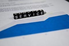 Υπηρεσία στους ξύλινους φραγμούς Έννοια βοήθειας πελατών στρατηγικής πίστης στοκ εικόνα με δικαίωμα ελεύθερης χρήσης