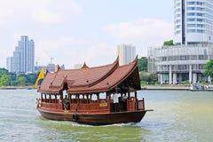 Υπηρεσίες βαρκών στον ποταμό Chao Praya, Μπανγκόκ, Ταϊλάνδη στοκ εικόνες