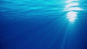Υποβρύχια άποψη σκηνής θάλασσας με τις φυσικές ελαφριές ακτίνες, που λάμπουν μέσω του νερού ` ακτινοβολώντας και κινούμενη επιφάν απεικόνιση αποθεμάτων