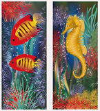 Υποβρύχια εμβλήματα με το seahorse και τα κόκκινα τροπικά ψάρια Στοκ Εικόνες