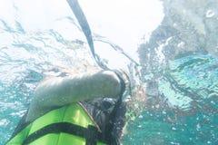 Υποβρύχιες άποψη και snorkeler κίνηση Στοκ εικόνα με δικαίωμα ελεύθερης χρήσης