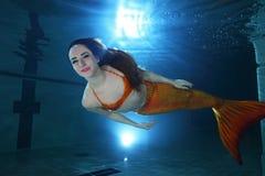 υποβρύχιος κόσμος ιστορίας σειρήνων θάλασσας γοργόνων νεράιδων Στοκ φωτογραφία με δικαίωμα ελεύθερης χρήσης