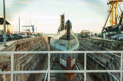 Υποβρύχιο στις επιδιορθώσεις στοκ εικόνα με δικαίωμα ελεύθερης χρήσης
